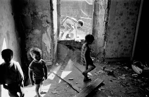 children-playing-in-a-derelict-tenement-Glasgow--1.jpg