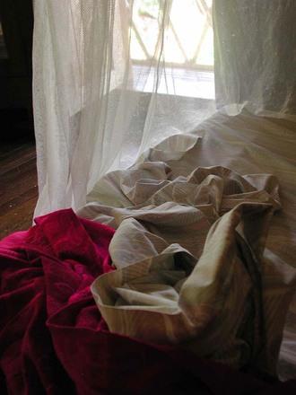 rumpled-bed-1462142.jpg