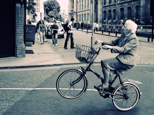 old-lady-bicycle-wallpaper-for-2560x1920-332-26.jpg