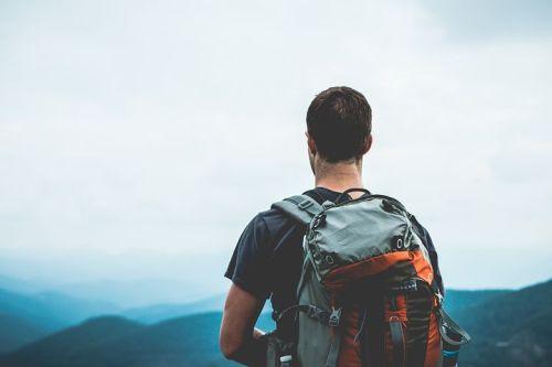 hiker-1149877__480.jpg