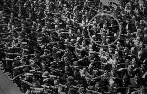 2-nazi-salute.jpg