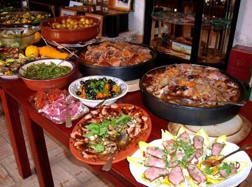 buffet-192203_640-e1561336061114.jpg