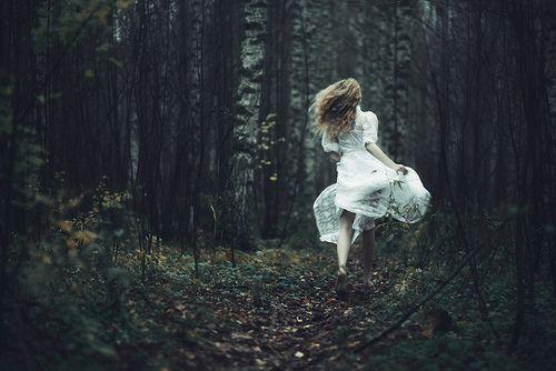 e88e4e8dc9fc1a3ff9d52e9b11f6b647--girl-running-running-away.jpg