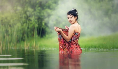 bathtub_bare_young_beauliful_river_asia_cambodia_culture-1271078.jpg!d.jpeg