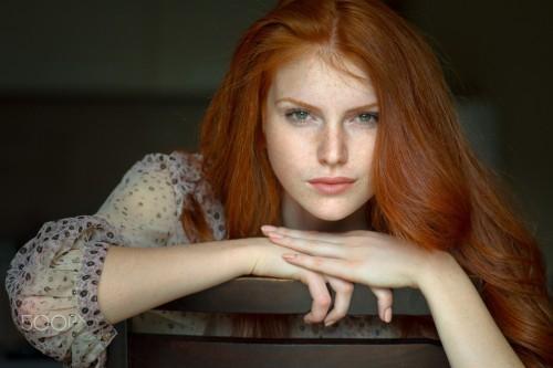 women_model_redhead_portrait_face_freckles_green_eyes-26027.jpg!d.jpeg