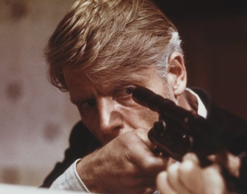day-of-the-jackal-the-1973-001-edward-fox-with-gun-00n-7nb.jpg
